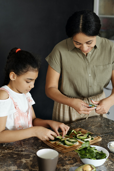 eat-fresh-chef-cooking-instruction-family
